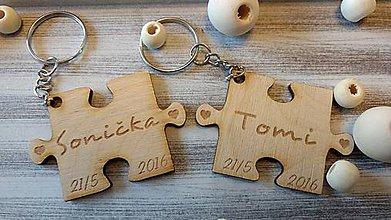 Kľúčenky - Prívesok Puzzle s menom a dátumom - 7724608_