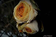 Čiapky - Hodvábno-vlnený klobúk čierny s horčicovými ružami - 7725944_