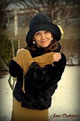 Čiapky - Hodvábno-vlnený klobúk čierny s horčicovými ružami - 7725961_