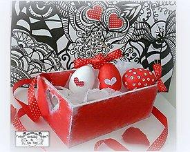 Dekorácie - Velkonočné vajíčka v bedničke-červené bodečky :) - 7724185_