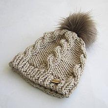 Detské čiapky - Pletená čiapka s osmičkami a kožušinovým brmbolcom - 7727283_