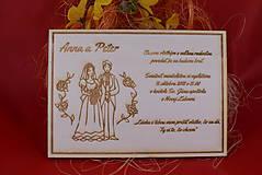 Papiernictvo - Drevené svadobné oznamenie gravírované 2 - 7727928_