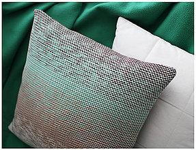 Úžitkový textil - Ručne tkaná obliečka na vankúš – Les - 7733099_