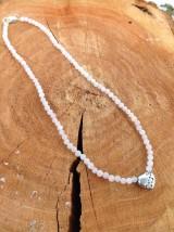 Náhrdelníky - Ruženín - náhrdelník so strieborným srdiečkom s tromi zirkónmi - 7735015_