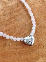 Náhrdelníky - Ruženín - náhrdelník so strieborným srdiečkom s tromi zirkónmi - 7735073_