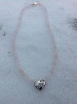 Náhrdelníky - Ruženín - náhrdelník so strieborným srdiečkom s tromi zirkónmi - 7735088_
