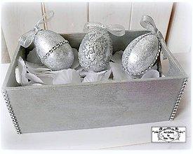 Dekorácie - Strieborné kraslice s kamienkami v bedničke :) - 7731547_