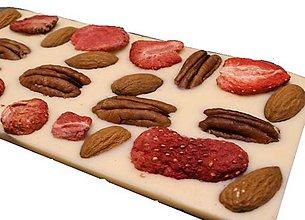 Potraviny - Biela čokoláda s lyofilizovanými jahodami a orechmi - 7752945_