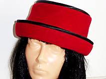 Červený klobúčik
