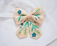 Náhrdelníky - Dámsky motýlik vyšívaný - 7755721_