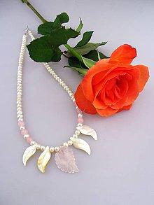 Náhrdelníky - čarovný náhrdelník pre Ruženku - pravé perly ruženín a perleť náhrdelník - 7755701_