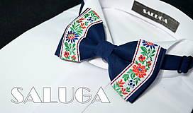 - Folklórny pánsky modrý motýlik - folkový - ľudový  (motýlik s vreckovkou) - 7755731_
