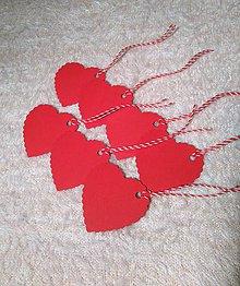 Papier - Visačky / menovky na darčeky - červené srdiečka vlnovkové - 7761339_