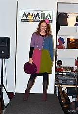 Šaty - DIVA - čtyřbarevné svetrošaty s kapsami - 7763207_