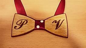 Pánsky drevený motýlik INITIAL