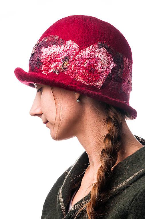 Dámsky vlnený klobúk, ručne plstený z jemnej Merino vlny, červený, Klobúk typ Cloché