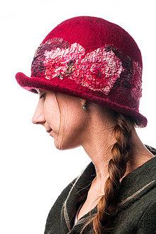 Čiapky - Dámsky vlnený klobúk, ručne plstený z jemnej Merino vlny, červený, Klobúk typ Cloché - 7768951_