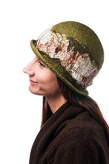 Čiapky - Dámsky vlnený klobúk, Cloche, ručne plstený z merino vlny, olivovo zelený, hodvábny detail - 7768964_