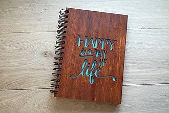 Papiernictvo - Zápisník A5 - Happy is a way of life - 7768463_