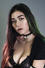 Pletený choker náhrdelník s mušličkami