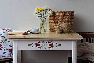 Nábytok - Na Kráľovej holi stojí stôl ľudový - 7768997_