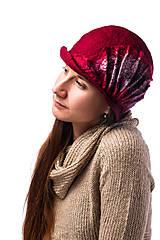 Čiapky - Dámsky vlnený klobúk, ručne plstený z Merino vlny, Cloché dizajn, červený s hodvábnym doplnkom - 7778302_
