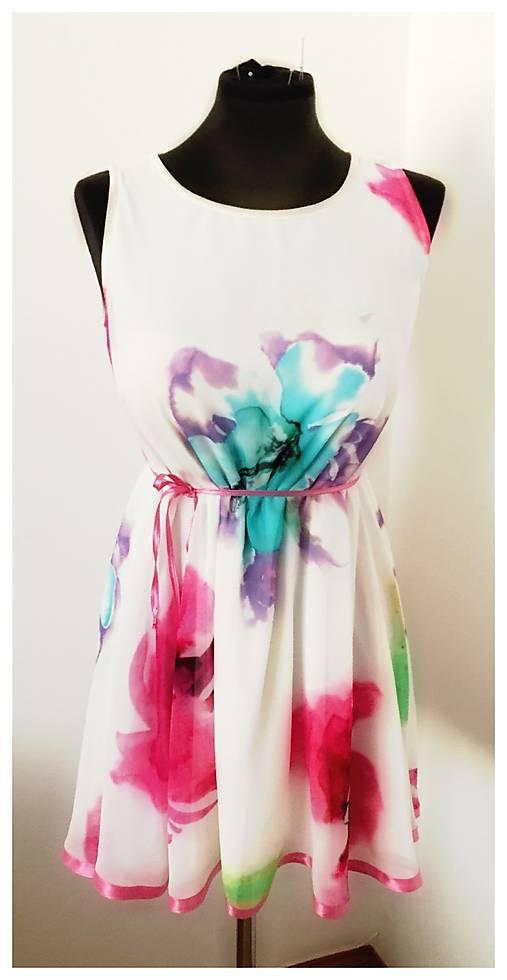 Romantické šifónové šaty s ružovým lemovaním   MO.IE.TI - SAShE.sk ... 3e3a0547672