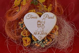 Darčeky pre svadobčanov - Drevená svadobná magnetka ako vyslužka hosťom  93 - 7775798_