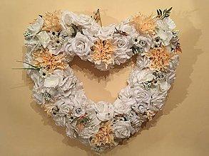 Kytice pre nevestu - Zľava-Svadobný veniec na stenu marhuľový/broskyňovo-biely  60 cm - 7787391_