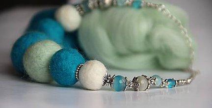 Náhrdelníky - Plstený náhrdelník v tyryse - 7786435_