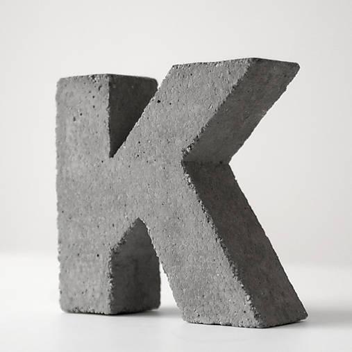 """Držiak kníh z betónu """"K"""""""