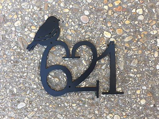 Kovová tabuľka na dom / bez rámu s vtáčikom (3 číslice, farba)
