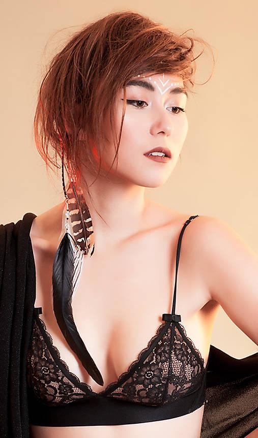 Jemnučký prírodný hair clip s pierkom