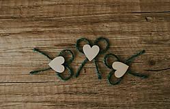 Pierka - Farebné pierka s dreveným srdiečkom - 7791886_