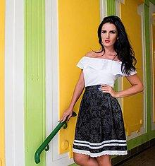 Sukne - Krátka čierna sukňa so vzorom lemovaná madeirou - 7791426_