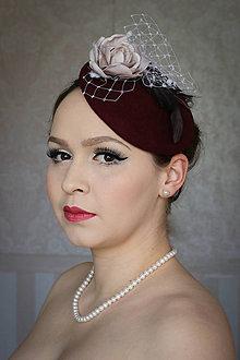 Ozdoby do vlasov - Bordový klobúk s ružou - 7797197_
