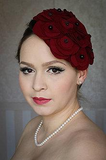 Ozdoby do vlasov - Bordový klobúk s čiernymi korálkami - 7797264_