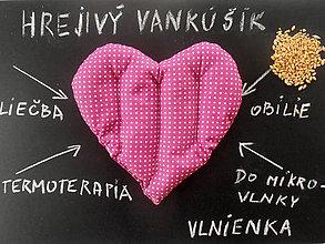 Úžitkový textil - Hrejivý vankúšik z obilia SRDCE Bodka ružová - 7801702_