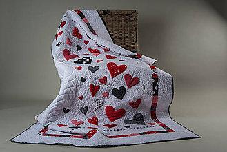 Úžitkový textil - Srdcový quilt prikrývka - 7801942_