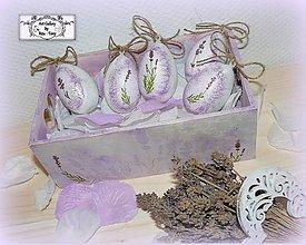 Dekorácie - Levandulkové kraslice v bedničke :) - 7801080_