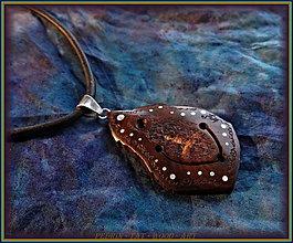 Náhrdelníky - 481. Drevený náhrdelník -  HRUŠŇA Šamanská zahrada - 7803593_