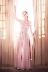 Šaty - Spoločenské šaty s kruhovou sukňou v púdrovej ružovej farbe - 7805113_