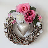 Dekorácie - Veniec na zavesenie s ružami - 7806334_