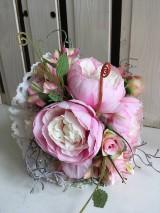 svadobná kytica ružové pivónie