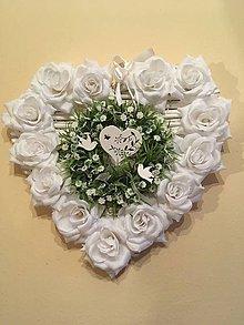 Dekorácie - Svadobný veniec srdce biele - 7819094_