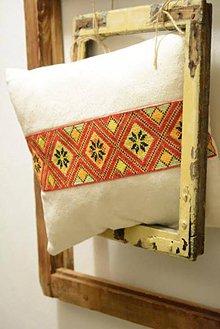 Úžitkový textil - Vankúš ručne vyšívaný - 7817708_
