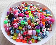 Korálky - AKCIA !!! Velikánsky mix korálok, rôzne druhy, náhodný výber, plast / 100 gramov - 7819851_