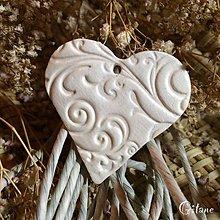 Darčeky pre svadobčanov - Keramické srdiečka s ornamentom - 7816996_