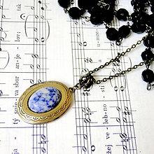 Náhrdelníky - Oval Sodalite Locket Necklace / Oválny otvárací medailón so sodalitom - 7822817_