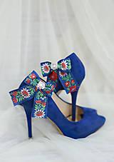 Folk klipy na topánky - modré mašličky